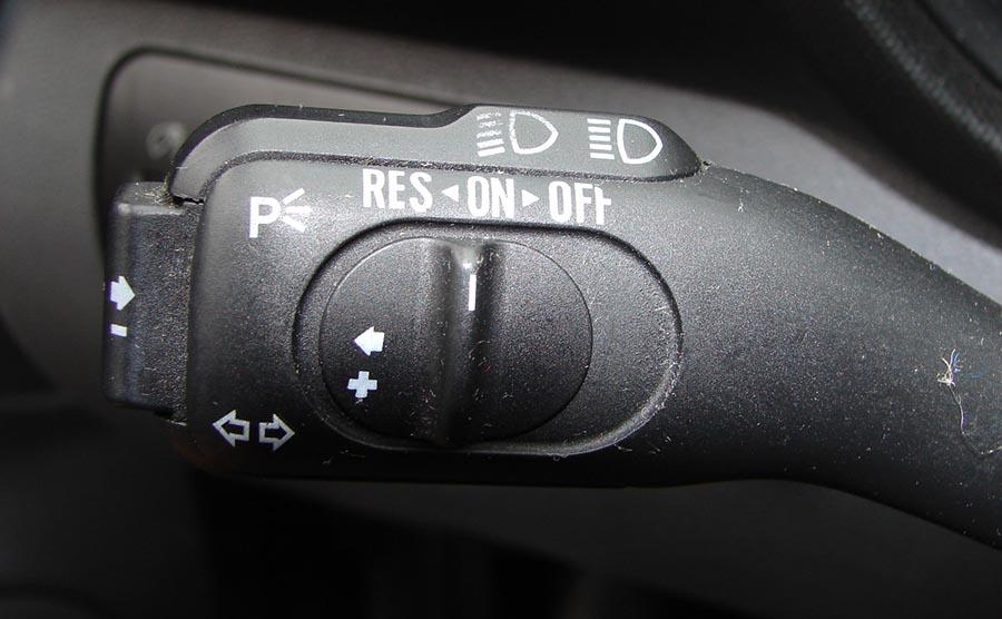 Ручка выбора режима работы активного круиз-контроля автомобиля