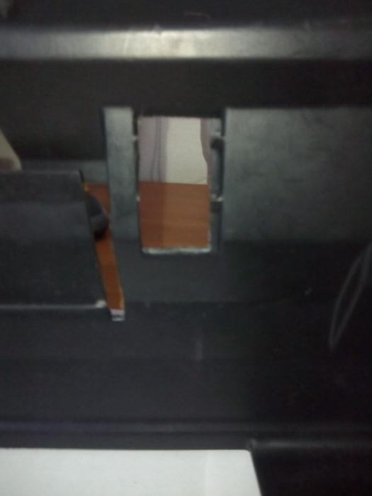 Установка плафона освещения бардачка Nissan Almera