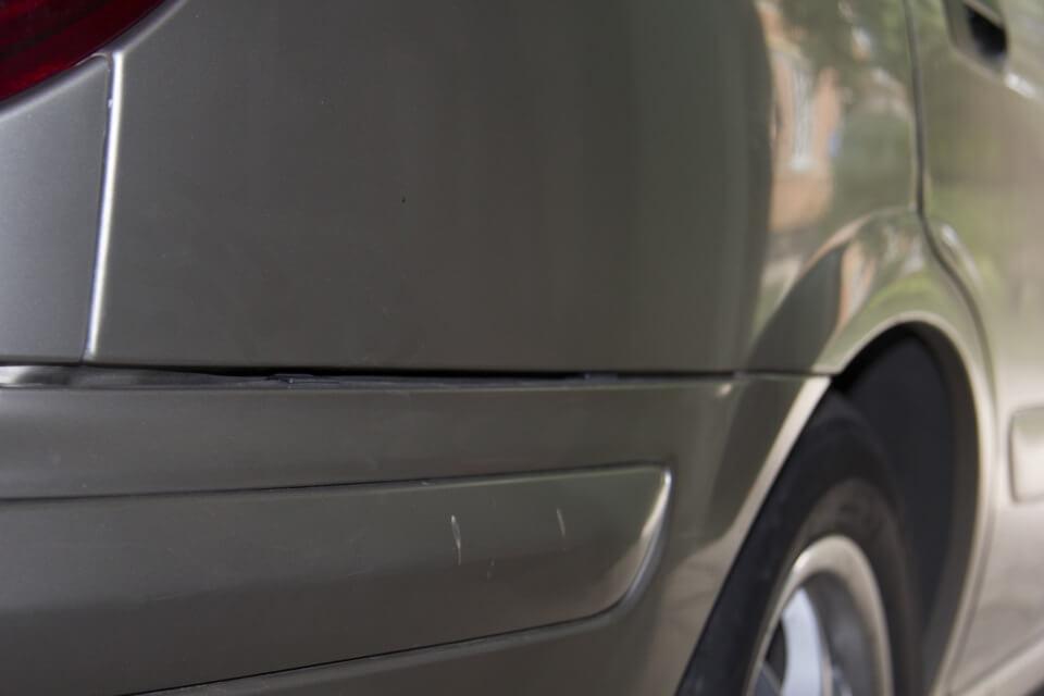 зазоры провисшего бампера Nissan Almera N16