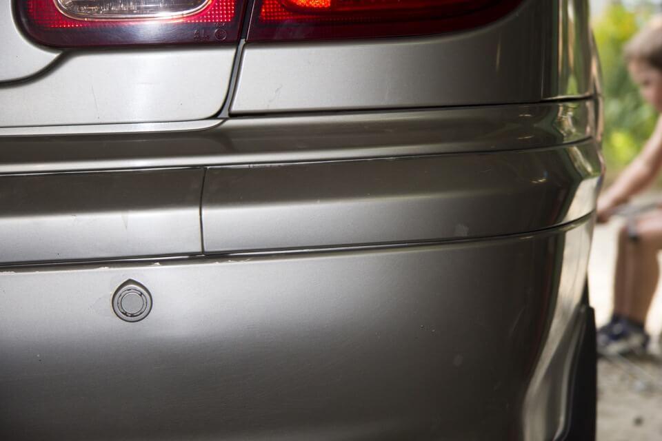 устранить зазоры провисшего бампера Nissan Almera