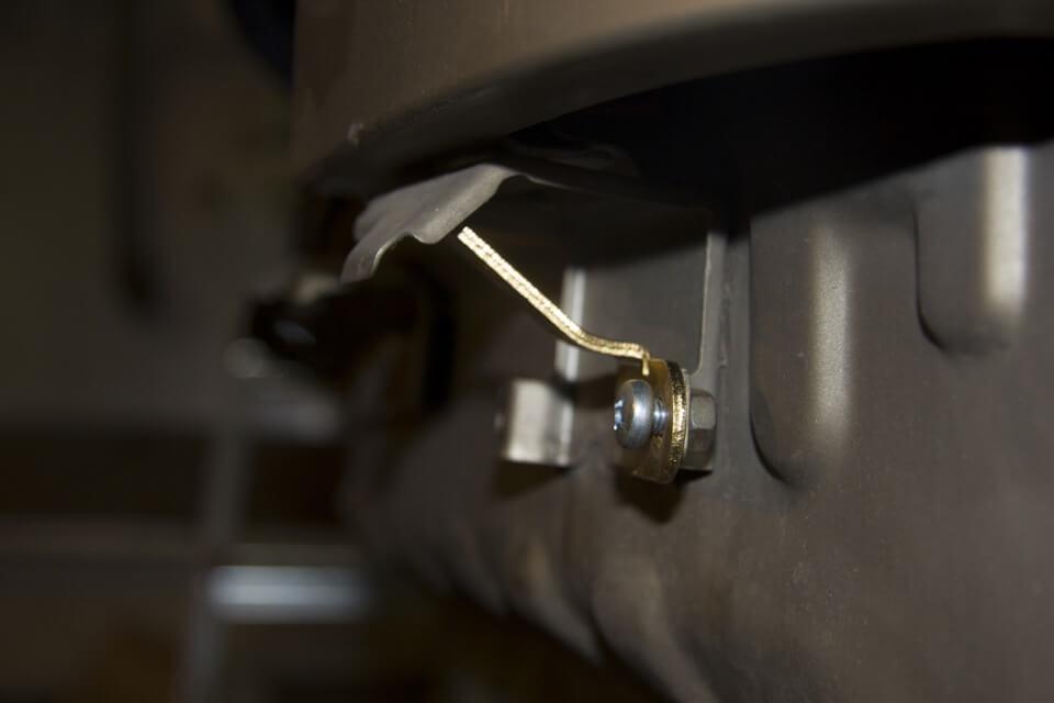 зазоры провисшего бампера Nissan