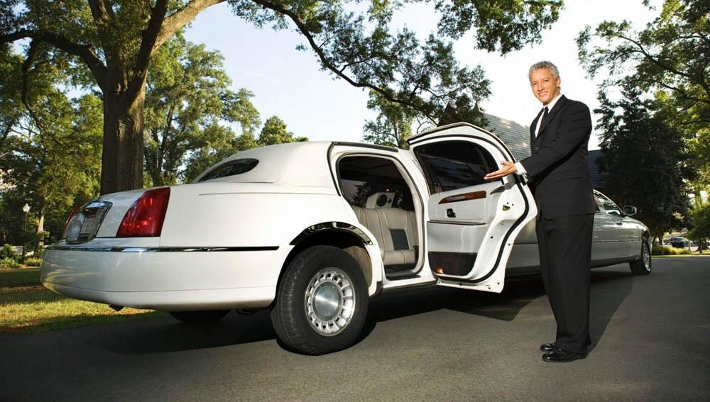 Преимущества аренды автомобиля вместе с водителем
