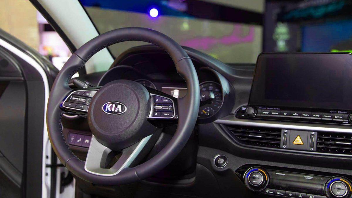 Новый Kia Cerato 2019. Интерьер, панель приборов 2019 года