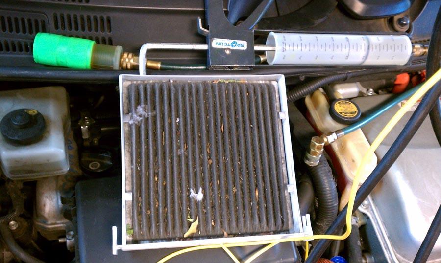 Забился радиатор кондиционера мусором и грязью Требуется чистка кондиционера