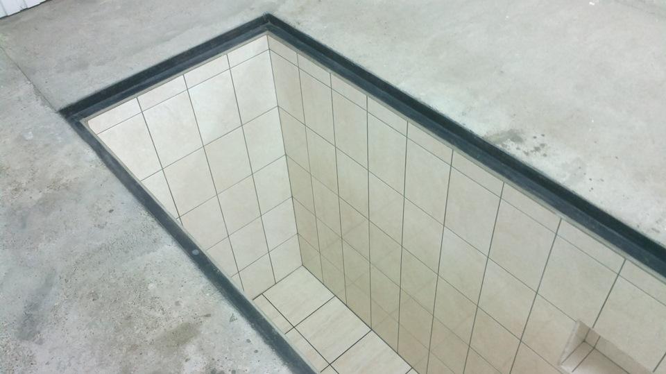 Смотровая яма в гараже из плитки