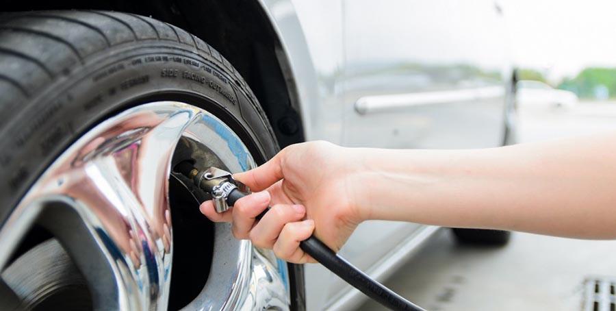 Проверка давления в шинах для экономии топлива
