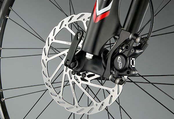 велосипед с амортизаторами и дисковыми тормозами