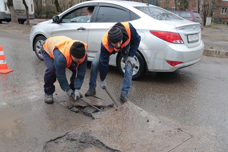Место ремонта дороги огорожено конусами - по закону