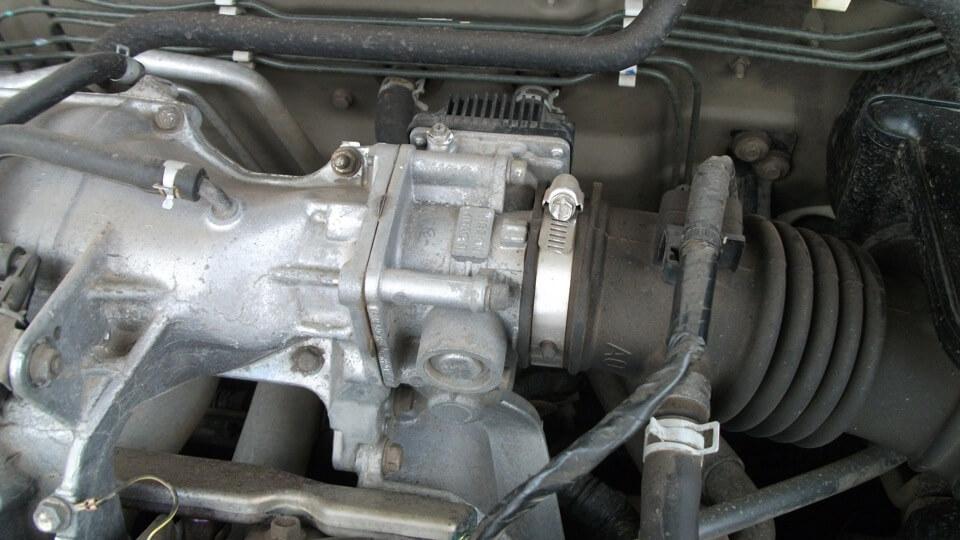 Чистка дроссельной заслонки на Nissan Almera - шаг 1