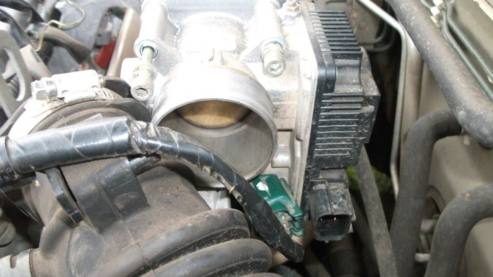 Чистка дроссельной заслонки на Nissan Almera - шаг 3