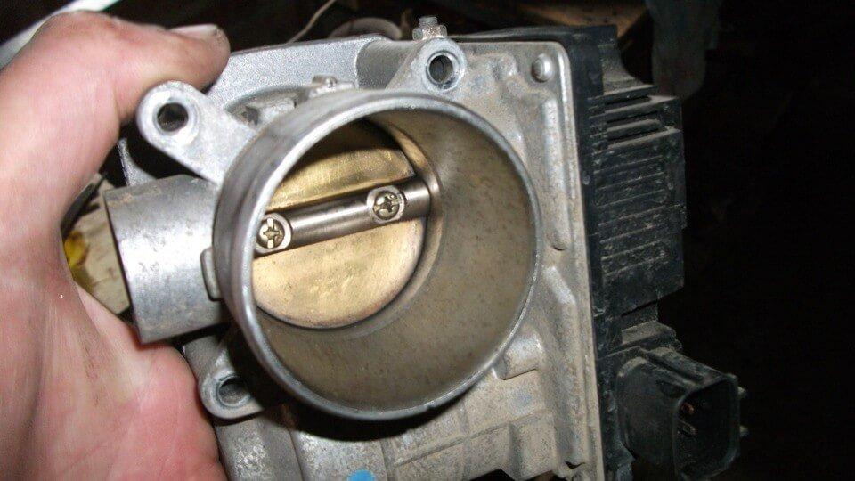 чистка дроссельной заслонки Nissan Almera