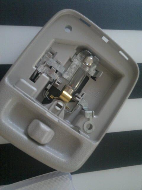 доп плафон освещения салона в Almera Nissan