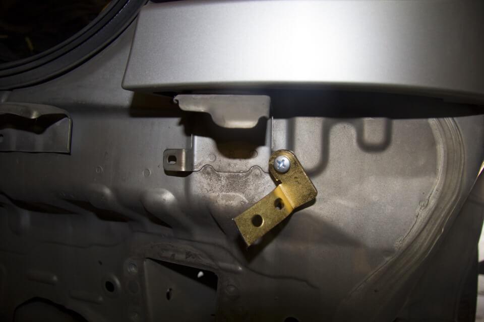 зазоры провисшего бампера Nissan Almera