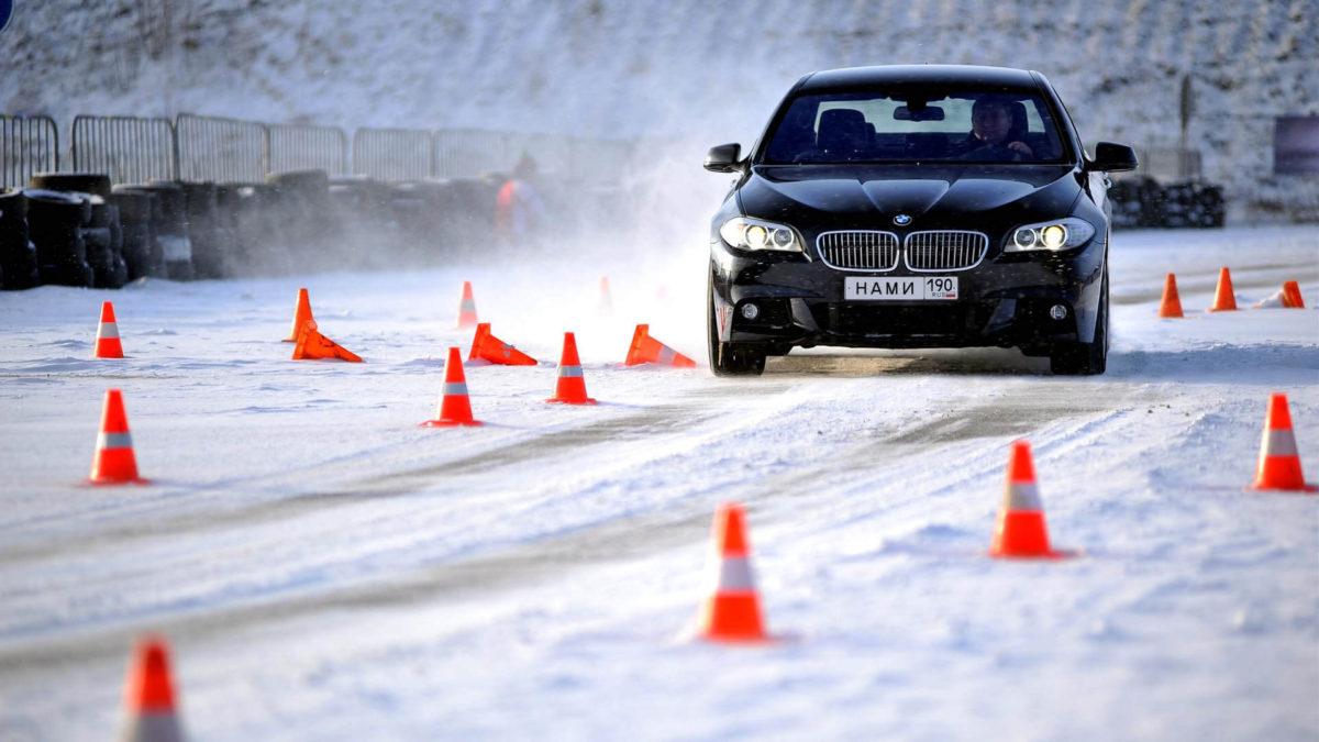 Экстремальное вождение автомобиля. Обучение экстремальному вождению на специализированном автомобильном полигоне.