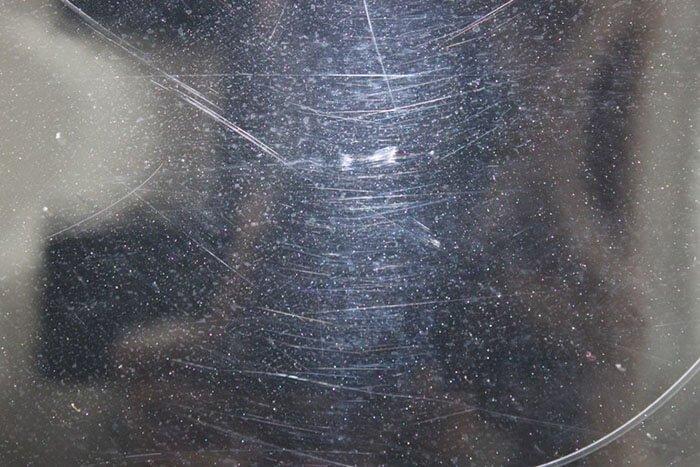 Как удалить царапины на стекле автомобиля