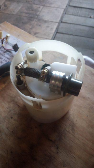Nissan Almera топливный фильтр - замена фильтра