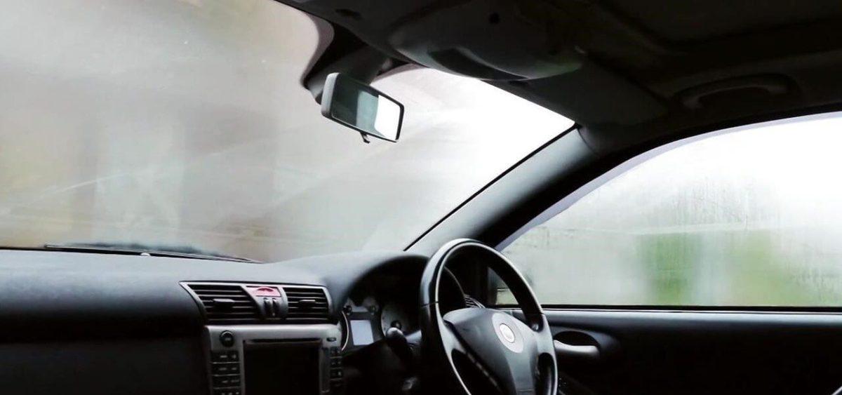 бороться с запотеванием стекол в автомобиле